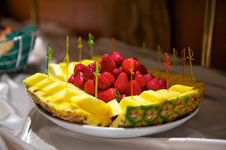 Free Plate With Fruit Stock Photos - 20087113