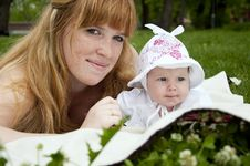 Free Mum And Baby In Park Royalty Free Stock Photo - 20091815
