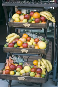 Free Shelf With Fruits Royalty Free Stock Photos - 20092838