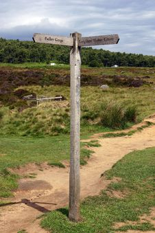 Free Padley Gorge Sign Post Stock Photos - 20096193