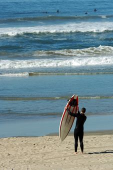 Free Surfer With Surfboard Royalty Free Stock Images - 2012799