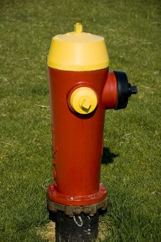 Free Red And Yellow Hydrant Royalty Free Stock Photos - 2014398