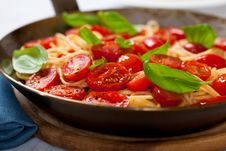 Free Spaghetti With Cherry Tomato On A Rustic Pan Royalty Free Stock Images - 20100949