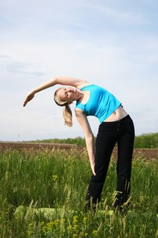 Free Girl Doing Exercises Outdoors Royalty Free Stock Photo - 20102305