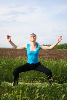 Free Girl Doing Yoga Outdoors Stock Photography - 20102332