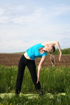 Free Girl Doing Yoga Outdoors Stock Image - 20102351