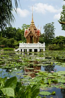 Free Buddhist Temple In The Lake Royalty Free Stock Photos - 20106838