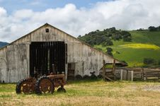 Free Old Wooden Barn Royalty Free Stock Photo - 20106855