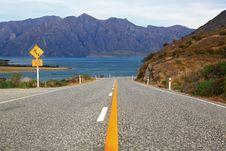 Free Highway Road Lake Hawea Royalty Free Stock Photography - 20107017