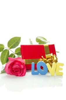Free Red Rose, Gift Box And The Text LOVE Royalty Free Stock Images - 20108459