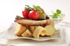 Free Pan Fried Trout And Potatoes Royalty Free Stock Images - 20115179