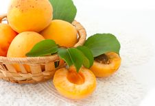 Free Apricots In A Basket Stock Images - 20115374