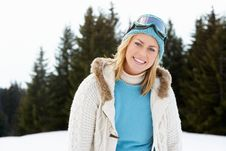 Free Young Woman  In Alpine Snow Scene Royalty Free Stock Photography - 20118647