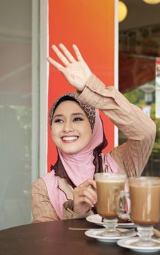 Free Beautiful Muslim Girl Waving To Her Friend Royalty Free Stock Photo - 20118695