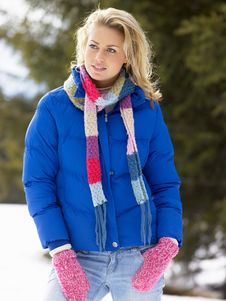 Free Young Woman  In Alpine Snow Scene Royalty Free Stock Photo - 20119155
