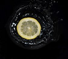 Free Lemon And Water Stock Photography - 20120302