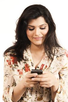 Free Attractive Indian Girl Using Her Cell Phone. Royalty Free Stock Images - 20122019
