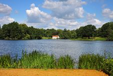 Free An English Lake With House Royalty Free Stock Image - 20126566