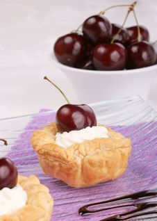 Free Small Cherry Tarts Stock Photography - 20127652