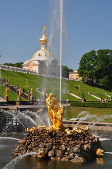Free Sankt Petersburg Sightseeing: Peterhof Palace Royalty Free Stock Photo - 20127725