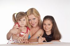 Free Family Draws At Table Royalty Free Stock Images - 20129089