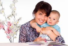 Free Mom Read With Baby Royalty Free Stock Image - 20129846