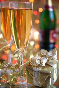 Free Champagne In Glasses, Gift Box And Lights Royalty Free Stock Photography - 20132857