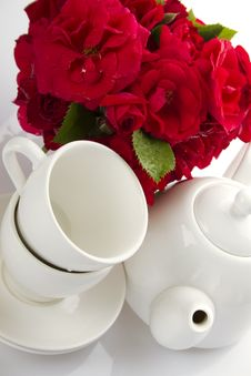 Free White Crockery For Tea And A Bouquet Of Roses Royalty Free Stock Image - 20133006
