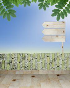 Free Empty Wooden Signboard Royalty Free Stock Photo - 20133925