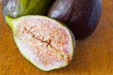 Free Figs On The Table Stock Photo - 20135370