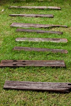 Free Walkway In The Garden Royalty Free Stock Images - 20136279