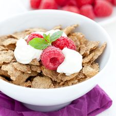 Free Cornflakes With Yogurt Royalty Free Stock Photos - 20136428