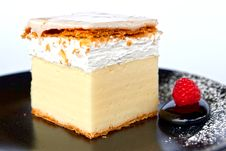 Free Creamy Cake On Black Plate Stock Images - 20140154
