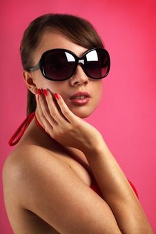 Free Young Woman Wearing Sunglasses Royalty Free Stock Photo - 20145175