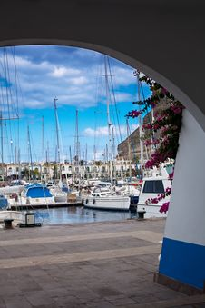 Free Boats At Harbor Royalty Free Stock Photos - 20150718