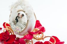 Free The Wedding Couple In A Carriage. Stock Photo - 20153820