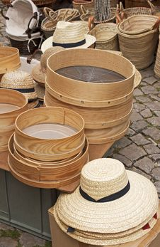 Free Straw Hats And Baskets Royalty Free Stock Images - 20160759