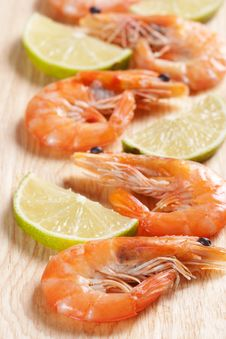 Free Shrimps With Parsley And Lemon Royalty Free Stock Photography - 20174317