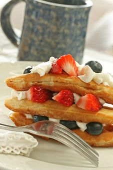 Free Waffles With Fruit And Whipped Cream Stock Photography - 20177562