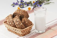 Free Brown Bread  And Glass Of Milk Royalty Free Stock Images - 20179049