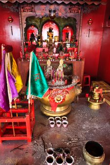 Free Small Chinese Alter For Praying Royalty Free Stock Image - 20182216