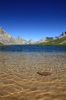 Free Translucent Lake Of Mountains Royalty Free Stock Photography - 20182697