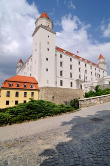 Free Renewed Bratislava Castle, Slovakia Royalty Free Stock Image - 20187156