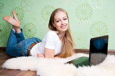 Free Young Woman Working With Laptop Royalty Free Stock Image - 20188706
