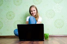 Free Young Woman Working With Laptop Stock Photos - 20188723