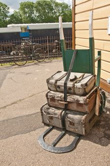 Free Old Fashioned Two Wheeled Luggage Trolly Royalty Free Stock Photography - 20194777