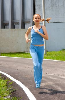 Free Young Woman Jogging In The Park In Summer Stock Images - 20195024