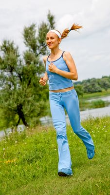 Free Young Woman Jogging In The Park In Summer Royalty Free Stock Photos - 20195038