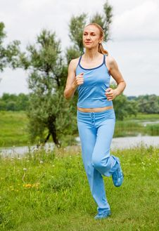 Free Young Woman Jogging In The Park In Summer Royalty Free Stock Photo - 20195055