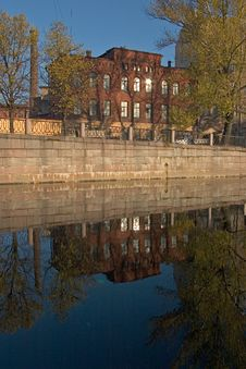 Free Reflection Vinous Building Stock Images - 2024664
